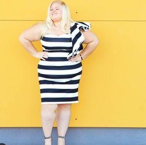 Dresses - Strapless black and white striped dress